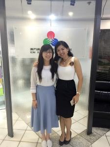 Courseday課程活動資訊平台APP創辦人馮鈺穎Cheres與主持人如欣合照